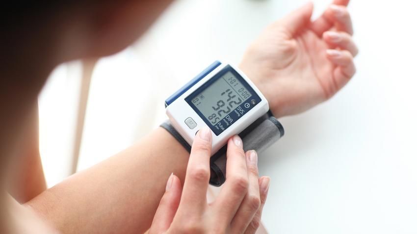 vese hipertónia és tünetei magas vérnyomás és forró fürdő