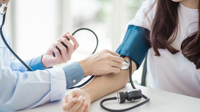 felhúzások a vízszintes sávon magas vérnyomás esetén