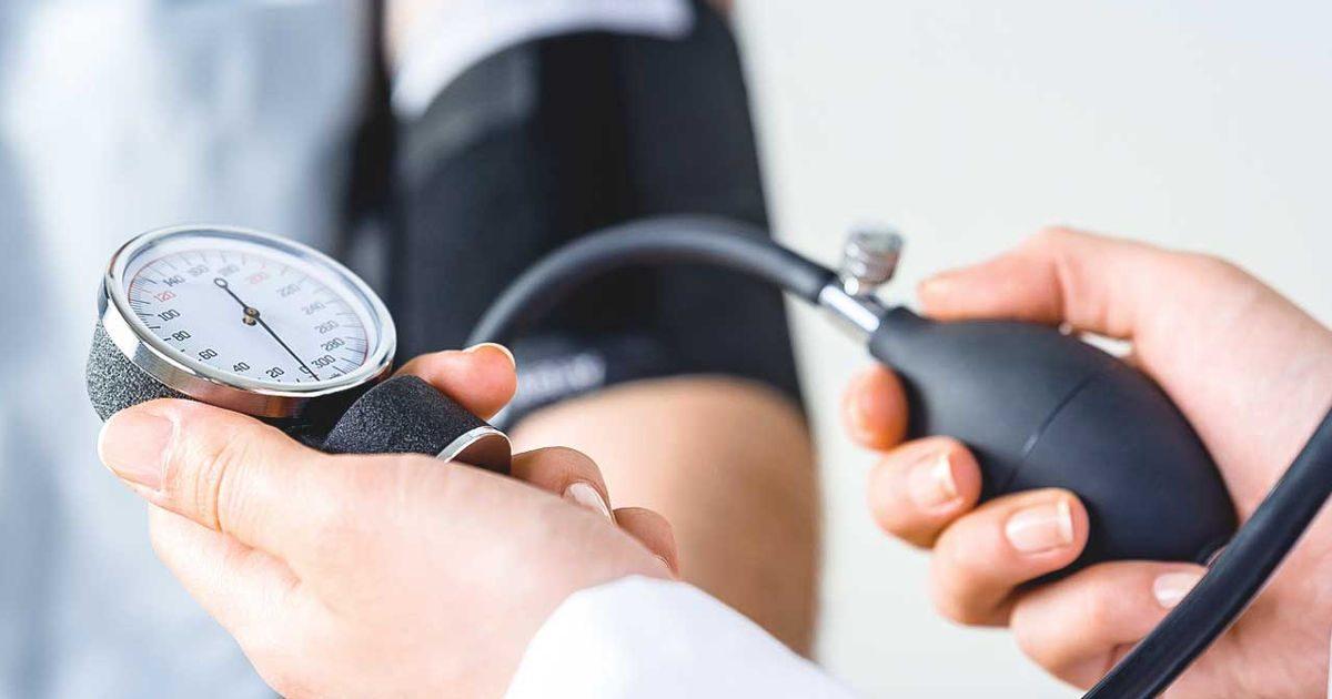 a magas vérnyomás korlátozása a vezetésre karnitin hipertónia