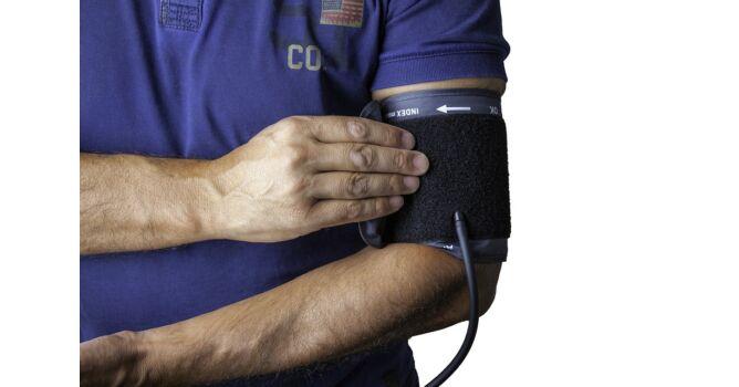 cyston és magas vérnyomás folyadékkorlátozás magas vérnyomásban