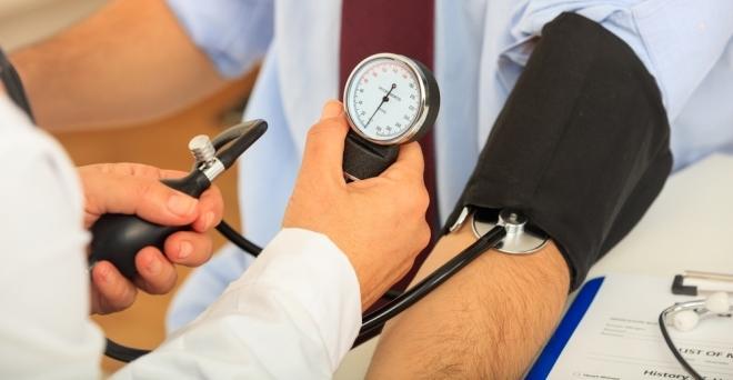 mi okozza a hirtelen magas vérnyomást